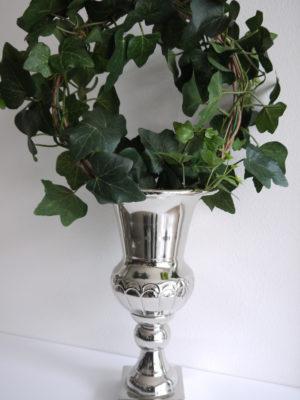 Blank silverkruka på fot. Besök Blickfång.se