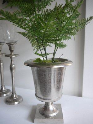 Ruff kruka på fot i matt silver-metall