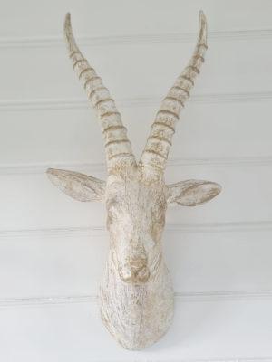 Hjort väggtrofé vitt guld. Besök blickfång.se