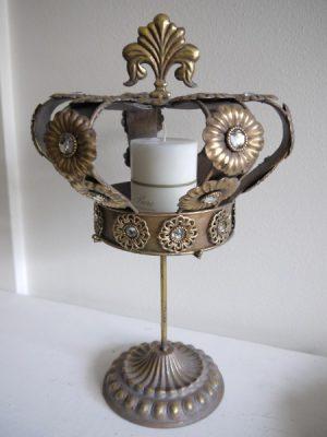 Krona på fot dekoration