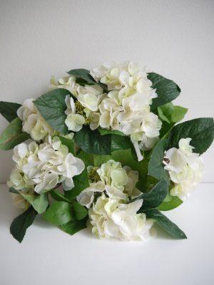 Konstgjord vit hortensia krans