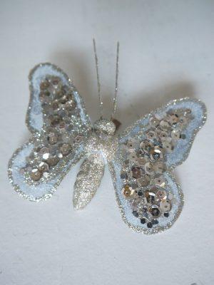 Sex fjärilar i vackra rosa och lila färger. Fjärilarna har clip och är enkla att fästa. Fina fjärilar att fästa på växter utomhus eller inomhus. Eller clipsa fast på presenten, ett band eller en sak för dekoration. Perfekta till påskriset t ex.