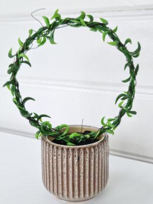 Senecio konstgjord grön växt på båge. Besök blickfång.se
