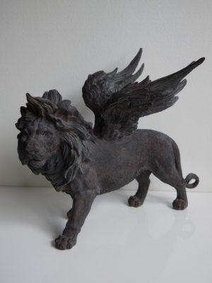 Lejon med vingar prydnadsfigur. Besök Blickfång.se