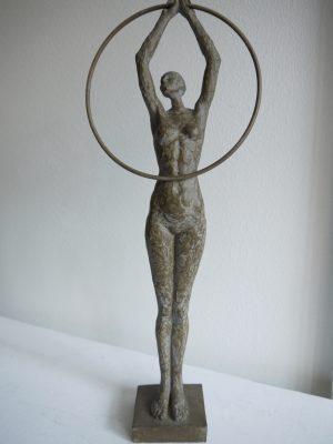 Brun dam som staty och prydnadssak. Besök Blickfång.se