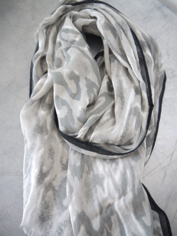 Gra-scarf-camouflage