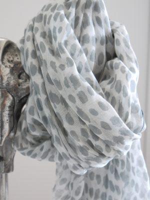 Grå vit prickig scarf