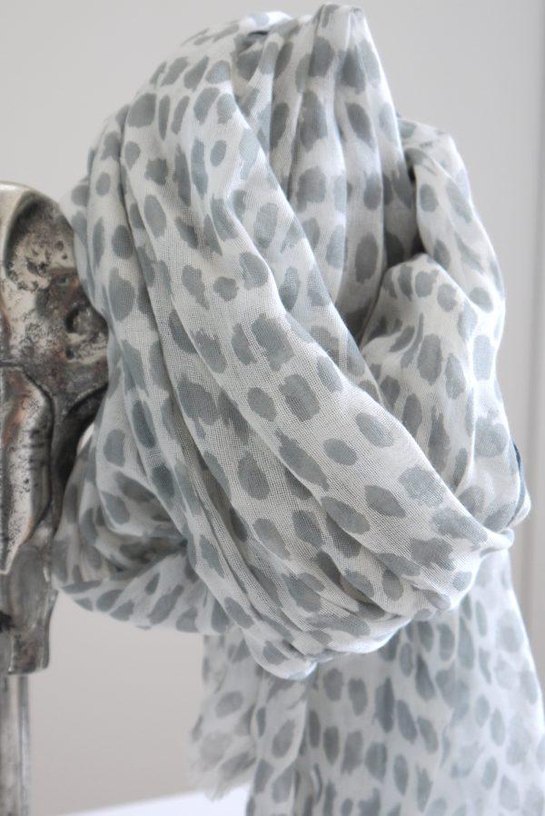 Gra-vit-prickig-scarf