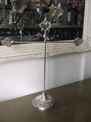 Smyckeshallare kors i silver