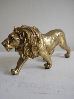 Lejon prydnad i guld. Besök Blickfång.se