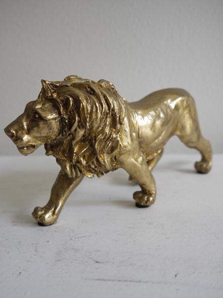 Lejon-prydnad-i-guld