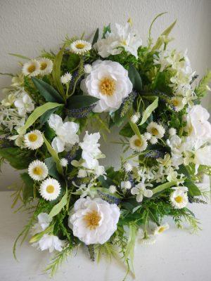 Dorrkrans med vita blommor