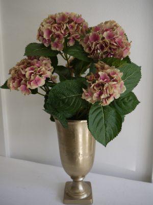 Gammalrosa konstgjord hortensia. Besök Blickfång.se