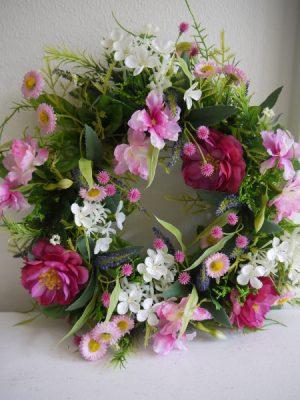 Dörrkrans med rosa blommor. Besök Blickfång.se