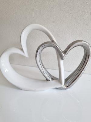 Hjärtan som sittar ihop prydnadssak. Besök Blickfång.se