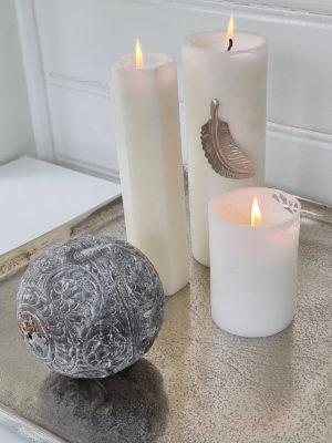 Dekorationskula i zink med mönster. Besök Blickfång.se
