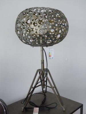 Lampa i metall med halmonster