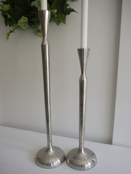Hog-smal-ljusstake-i-silver