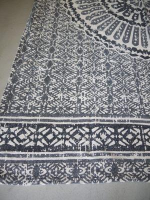 Stor svart vit matta i bomull
