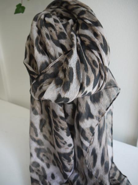 Scarf-med-leopardmonster