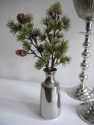 Konstgjord lärkkvist med kottar. Besök blickfång.se