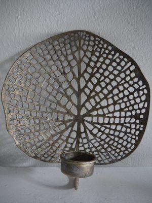 Bladformad vaggljuslykta i metall till värmeljus