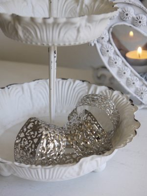 Servettringar silver med hålmönster