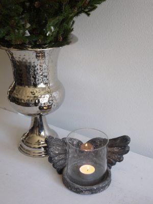 Ljuslykta med änglavingar och glascylinder. Besök Blickfång.se