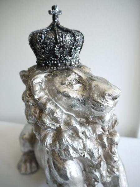 Delorationsdjur-lejon-i-silver-med-krona