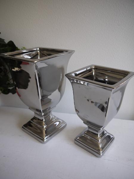 Fyrkantig-kruka-silver-pa-fot-1