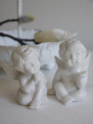 Salt och pepparströare vita änglar