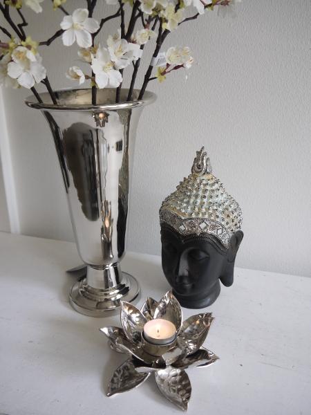 Lotuslykta-i-silver-metall