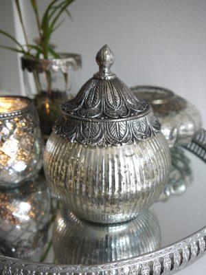 Glasskål i fattigmanssilver med lock