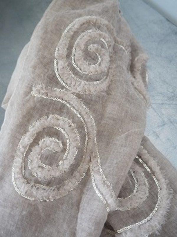 Beige-scarf-med-paljetter-1