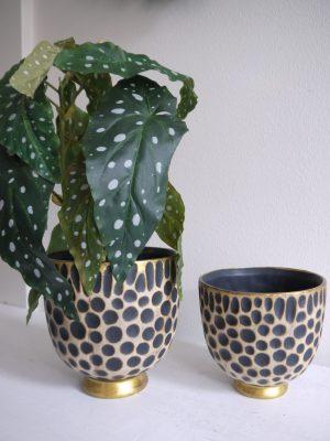 Kruka med leopardmönster. Besök Blickfång.se