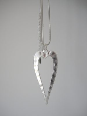 Långt halsband med silver hjärta