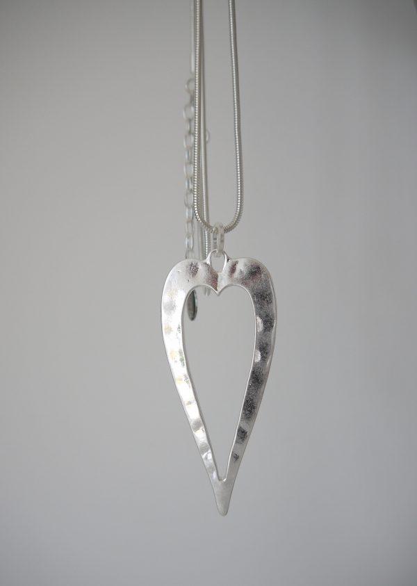 Langt-halsband-med-silver-hjarta