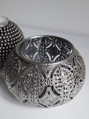 Ljuslykta hålmönster i silver