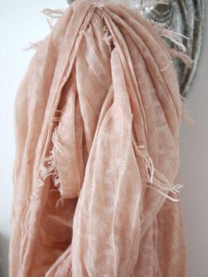 Rosa scarf med små fransar