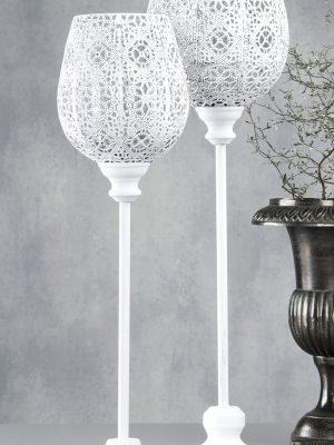 Vit golvljusstake med hålmönster. Besök Blickfång.se