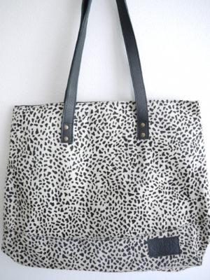 Väska med djurprint. Besök Blickfång.se