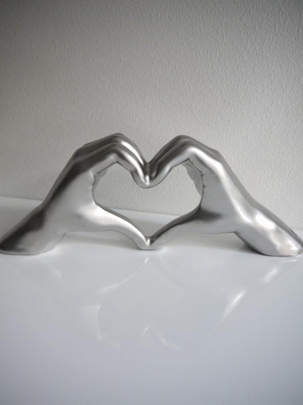 Hander-i-silver-formad-som-hjarta