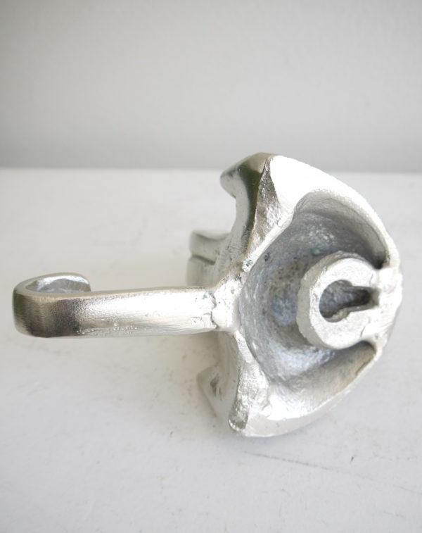 Hund-krok-i-silver-metall-1