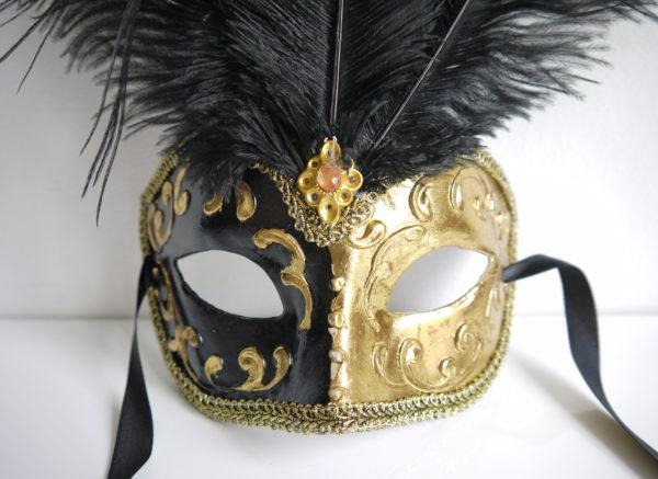 Prydnads-mask-med-fjadrar-1
