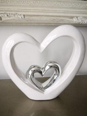 Stort och litet hjärta prydnadssak. Besök Blickfång.se