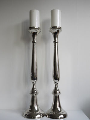 Golvljusstake par i silver. Besök Blickfång.se