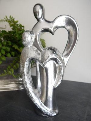 Kärleksfigur i silver. Besök Blickfång.se