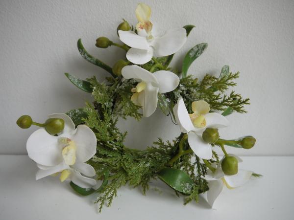Ljusmanschett-vita-blommor-med-frost-1