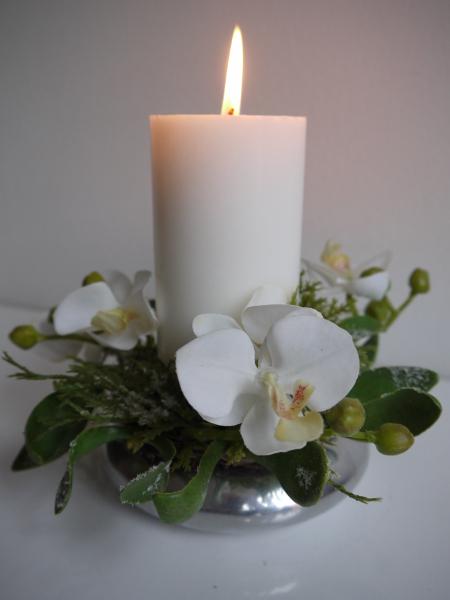 Ljusmanschett-vita-blommor-med-frost