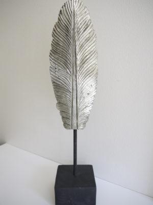 Dekoration fjäder i silver. Besök Blickfång.se